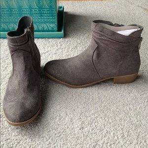 Suede classic ankle boot